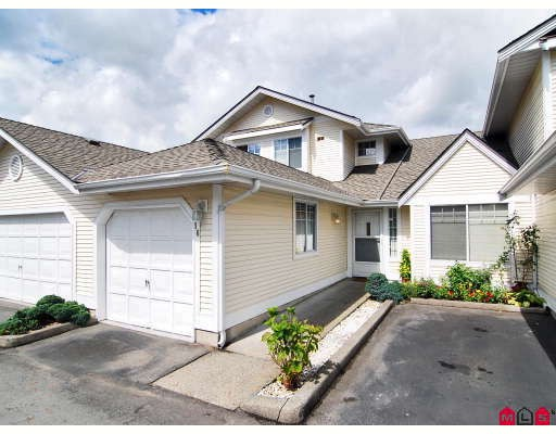 "Main Photo: 16 8737 212TH Street in Langley: Walnut Grove Townhouse for sale in ""CHARTWELL GREEN"" : MLS®# F2824690"