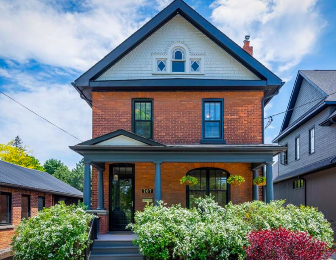 FEATURED LISTING: 207 Beech Street Collingwood