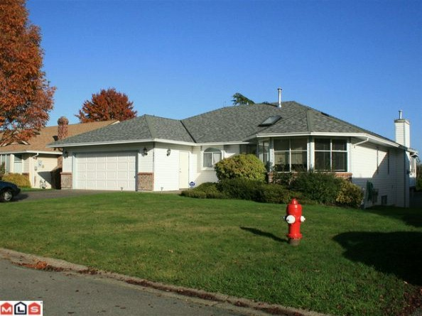 "Main Photo: 5642 SUNDALE Grove in Surrey: Cloverdale BC House for sale in ""SUNRISE ESTATES"" (Cloverdale)  : MLS®# F1027237"