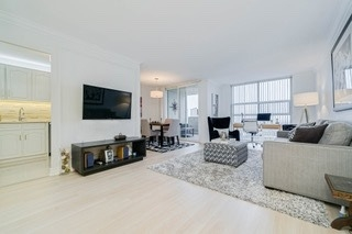 FEATURED LISTING: 2214 40 Homewood Avenue Toronto