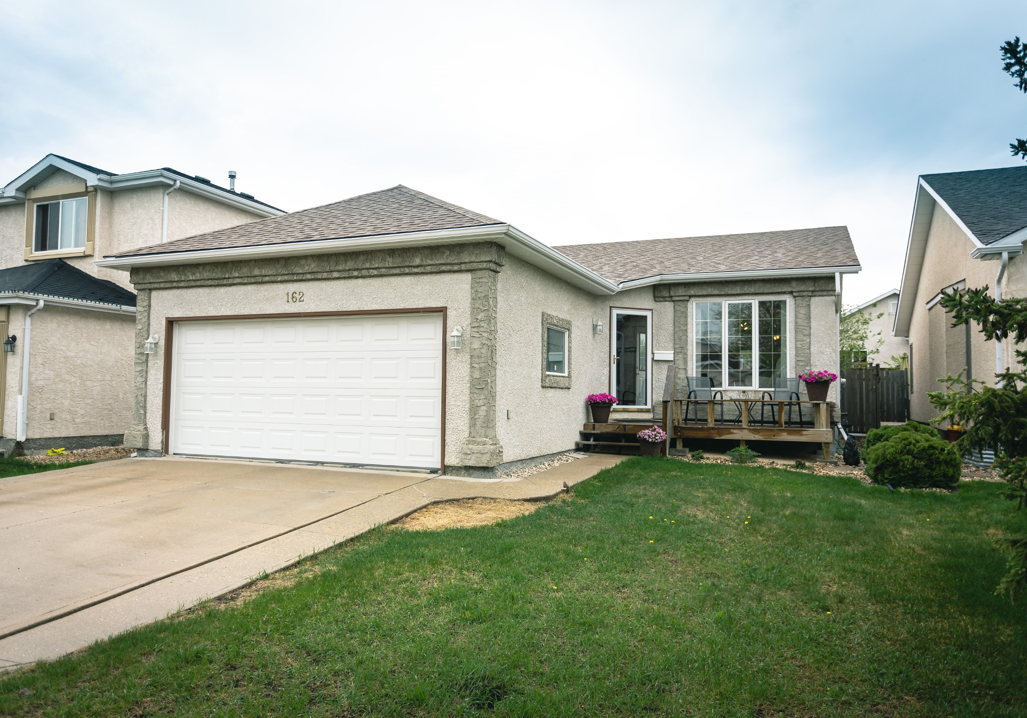 FEATURED LISTING: 162 Abbotsfield Drive Winnipeg