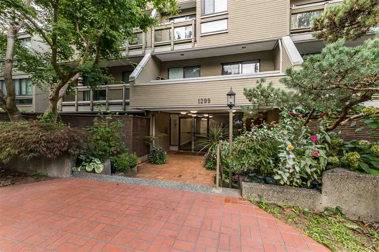 FEATURED LISTING: 305 - 1299 7TH Avenue West Vancouver