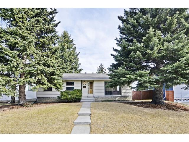 Main Photo: 6628 LETHBRIDGE Crescent SW in Calgary: Lakeview House for sale : MLS® # C4055225