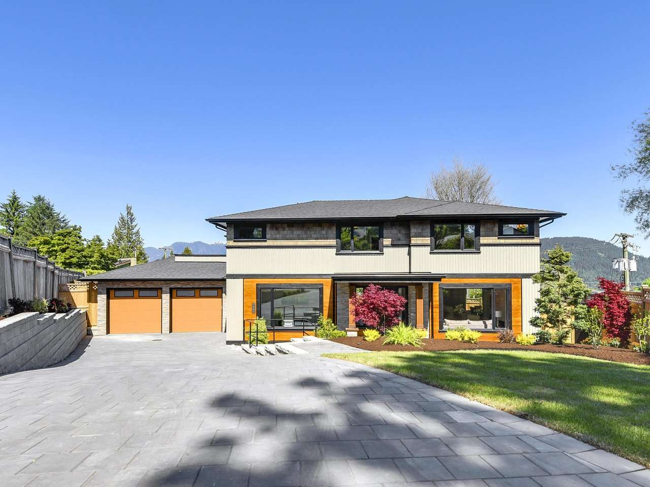"Main Photo: 434 FELTON Place in North Vancouver: Dollarton House for sale in ""DOLLARTON"" : MLS(r) # R2170800"