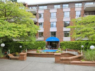 Main Photo: 104 1375 Newport Avenue in VICTORIA: OB South Oak Bay Condo Apartment for sale (Oak Bay)  : MLS®# 394019
