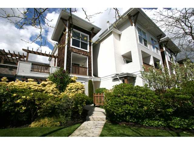 "Main Photo: 7 7100 LYNNWOOD Drive in Richmond: Granville Townhouse for sale in ""LAUREL WOOD"" : MLS® # V891072"