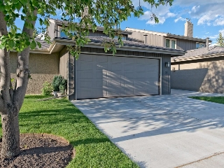 Main Photo: 51 1901 VARSITY ESTATES Drive NW in Calgary: Varsity House for sale : MLS® # C4121820