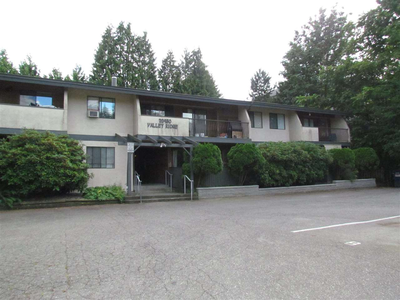 "Main Photo: 303 33450 GEORGE FERGUSON Way in Abbotsford: Central Abbotsford Condo for sale in ""Valley Ridge"" : MLS® # R2089583"