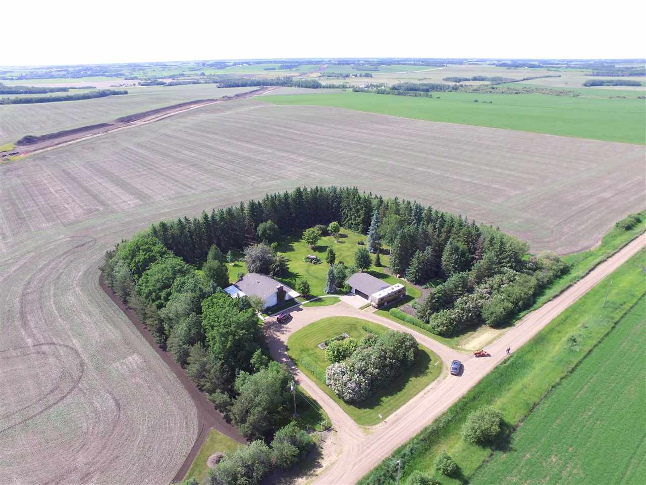 Main Photo: 55018 RR 242: Rural Sturgeon County House for sale : MLS® # E4062152