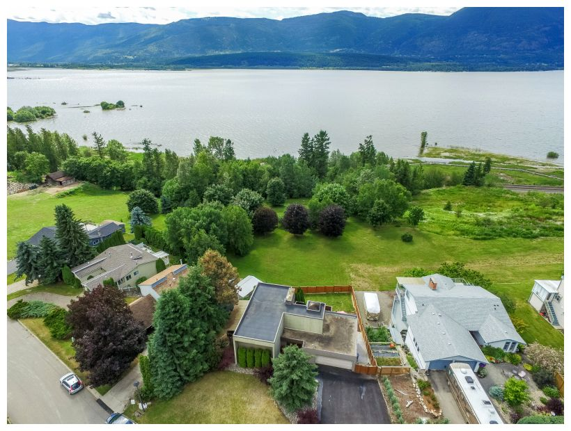 Main Photo: 2721 Northeast 17 Street in Salmon Arm: Appleyard House for sale (NE Salmon Arm)  : MLS®# 10134504