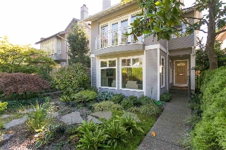 "Main Photo: 2092 WHYTE Avenue in Vancouver: Kitsilano House 1/2 Duplex for sale in ""KITS POINT"" (Vancouver West)  : MLS® # R2209008"