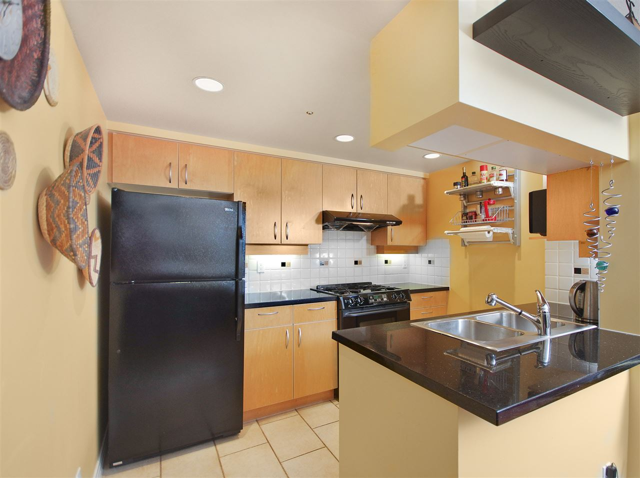 "Photo 5: 2108 198 AQUARIUS Mews in Vancouver: Yaletown Condo for sale in ""THE AQUARIUS"" (Vancouver West)  : MLS® # R2125703"