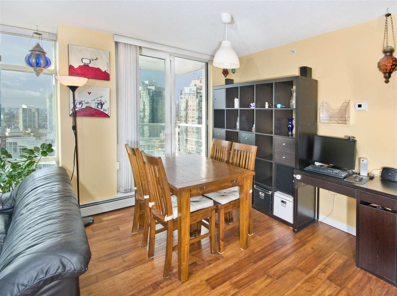 "Photo 3: 2108 198 AQUARIUS Mews in Vancouver: Yaletown Condo for sale in ""THE AQUARIUS"" (Vancouver West)  : MLS® # R2125703"