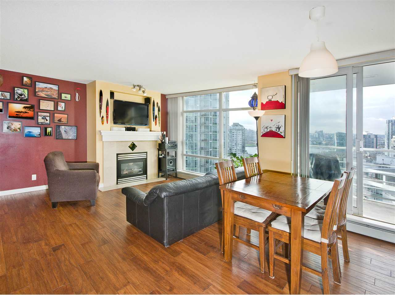 "Photo 4: 2108 198 AQUARIUS Mews in Vancouver: Yaletown Condo for sale in ""THE AQUARIUS"" (Vancouver West)  : MLS® # R2125703"