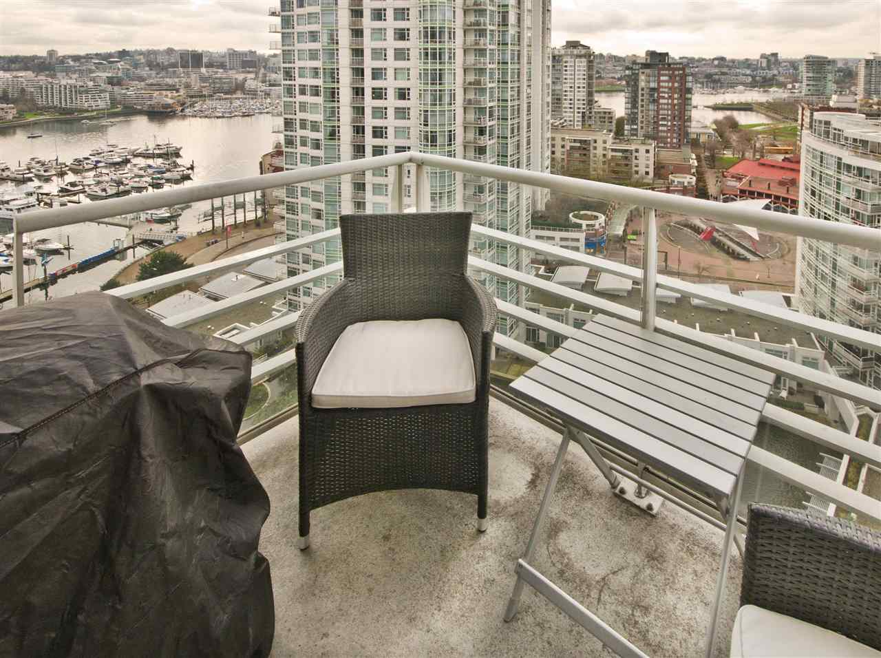 "Photo 10: 2108 198 AQUARIUS Mews in Vancouver: Yaletown Condo for sale in ""THE AQUARIUS"" (Vancouver West)  : MLS® # R2125703"