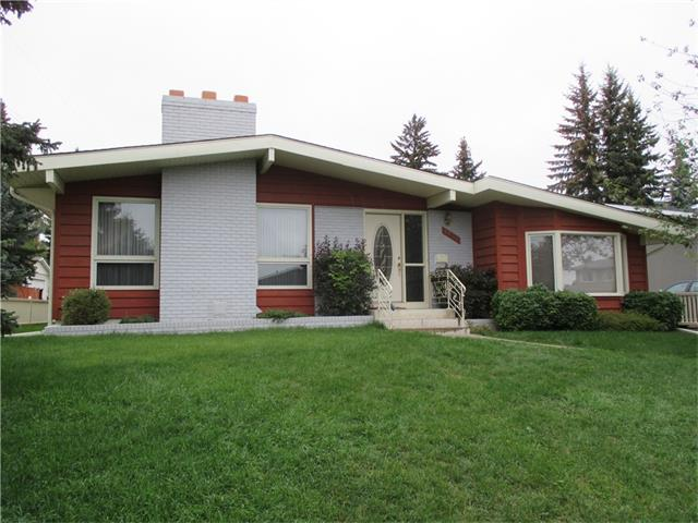 Main Photo: 5735 LADBROOKE Drive SW in Calgary: Lakeview House for sale : MLS® # C4031182
