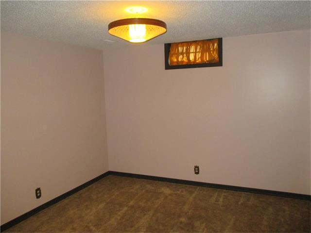 Photo 16: 5735 LADBROOKE Drive SW in Calgary: Lakeview House for sale : MLS® # C4031182