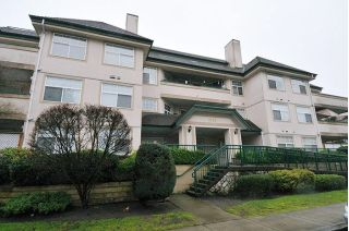 "Main Photo: 305 1618 GRANT Avenue in Port Coquitlam: Glenwood PQ Condo for sale in ""WEDGEWOOD MANOR"" : MLS® # R2231507"