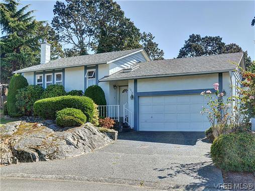 Main Photo: 1213 Cumberland Court in VICTORIA: SE Lake Hill Residential for sale (Saanich East)  : MLS® # 314956