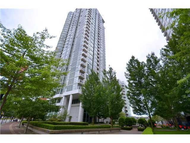 "Main Photo: 2802 193 AQUARIUS Mews in Vancouver: Yaletown Condo for sale in ""MARINASIDE RESORT"" (Vancouver West)  : MLS®# V1053131"