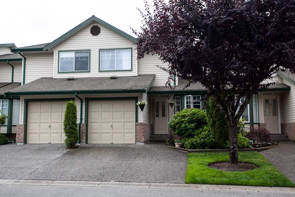 "Main Photo: 37 8863 216 Street in Langley: Walnut Grove Townhouse for sale in ""Emerald Estates"" : MLS®# R2090117"