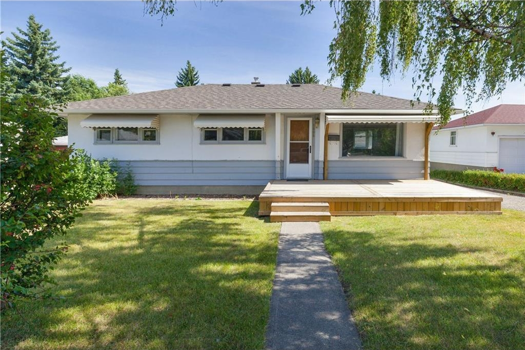 Main Photo: 6008 THORNBURN Drive NW in Calgary: Thorncliffe House for sale : MLS® # C4132458