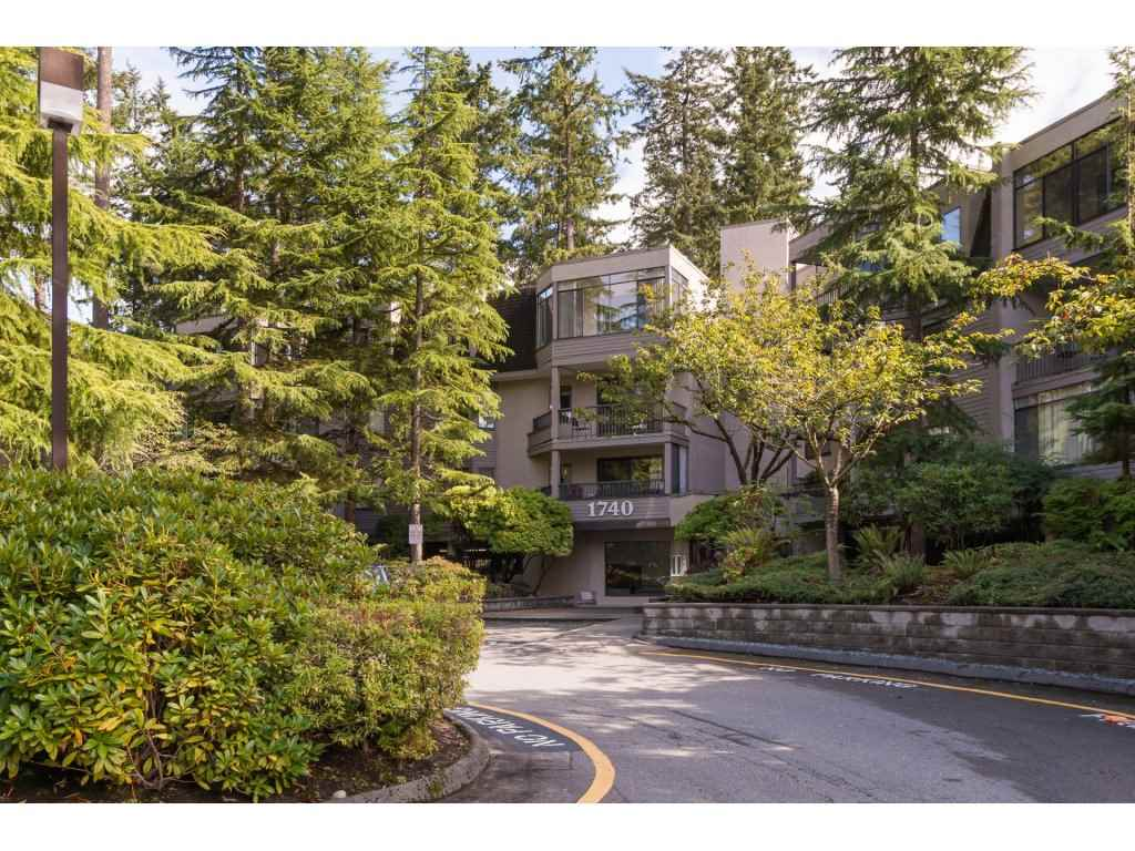 "Main Photo: 107 1740 SOUTHMERE Crescent in Surrey: Sunnyside Park Surrey Condo for sale in ""Spinnaker II"" (South Surrey White Rock)  : MLS® # R2206621"