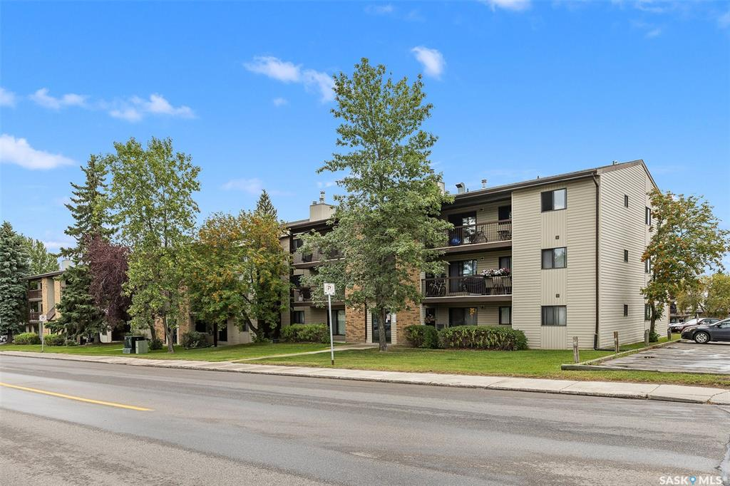 FEATURED LISTING: 302 - 275 KINGSMERE Boulevard Saskatoon