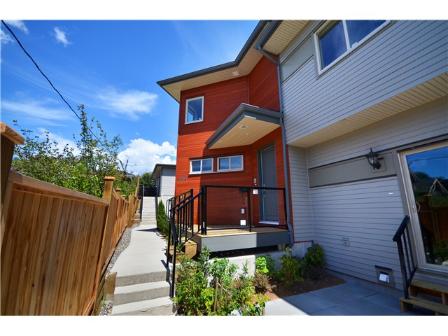 Main Photo: 640 W 15TH Street in North Vancouver: Hamilton House 1/2 Duplex for sale : MLS®# V1041139