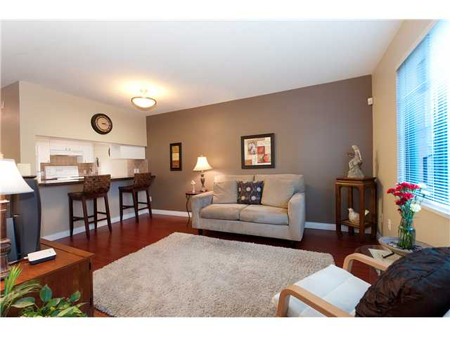 "Main Photo: 107 929 W 16TH Avenue in Vancouver: Fairview VW Condo for sale in ""Oakview Gardens"" (Vancouver West)  : MLS®# V921322"