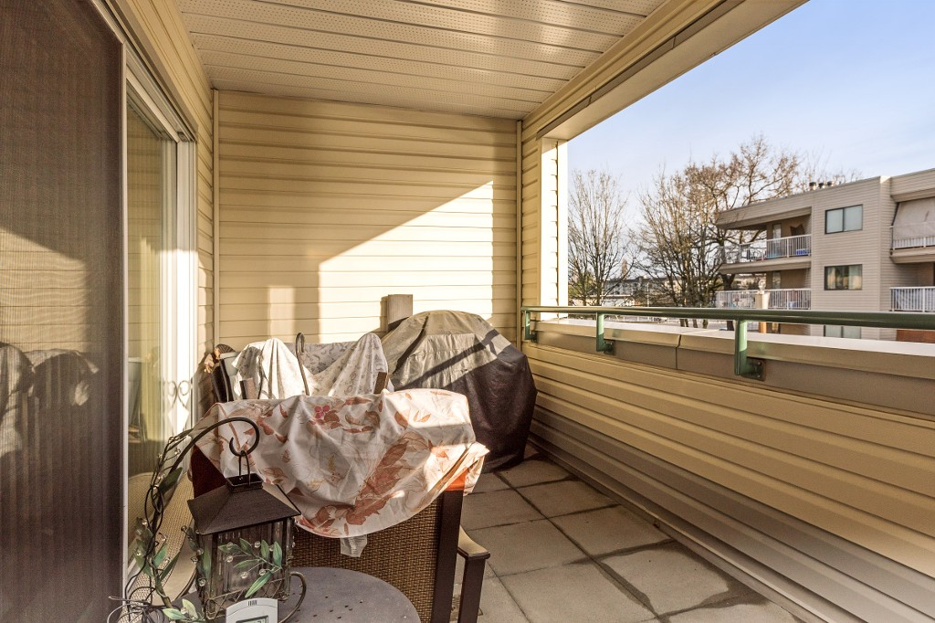"Photo 13: 202 20680 56 Avenue in Langley: Langley City Condo for sale in ""CASSOLA COURT"" : MLS® # R2128585"