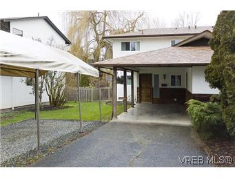 Main Photo: 870 Violet Avenue in VICTORIA: SW Marigold Residential for sale (Saanich West)  : MLS® # 304791