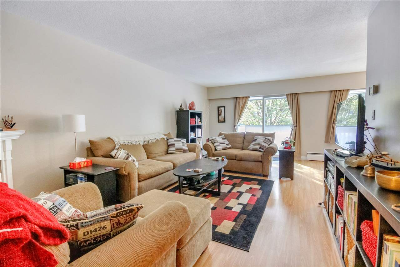 "Main Photo: 82 1036 PREMIER Street in North Vancouver: Lynnmour Condo for sale in ""Edgewater Estates"" : MLS® # R2195086"