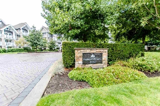 "Main Photo: 107 20750 DUNCAN Way in Langley: Langley City Condo for sale in ""Fairfield Lane"" : MLS® # R2209355"