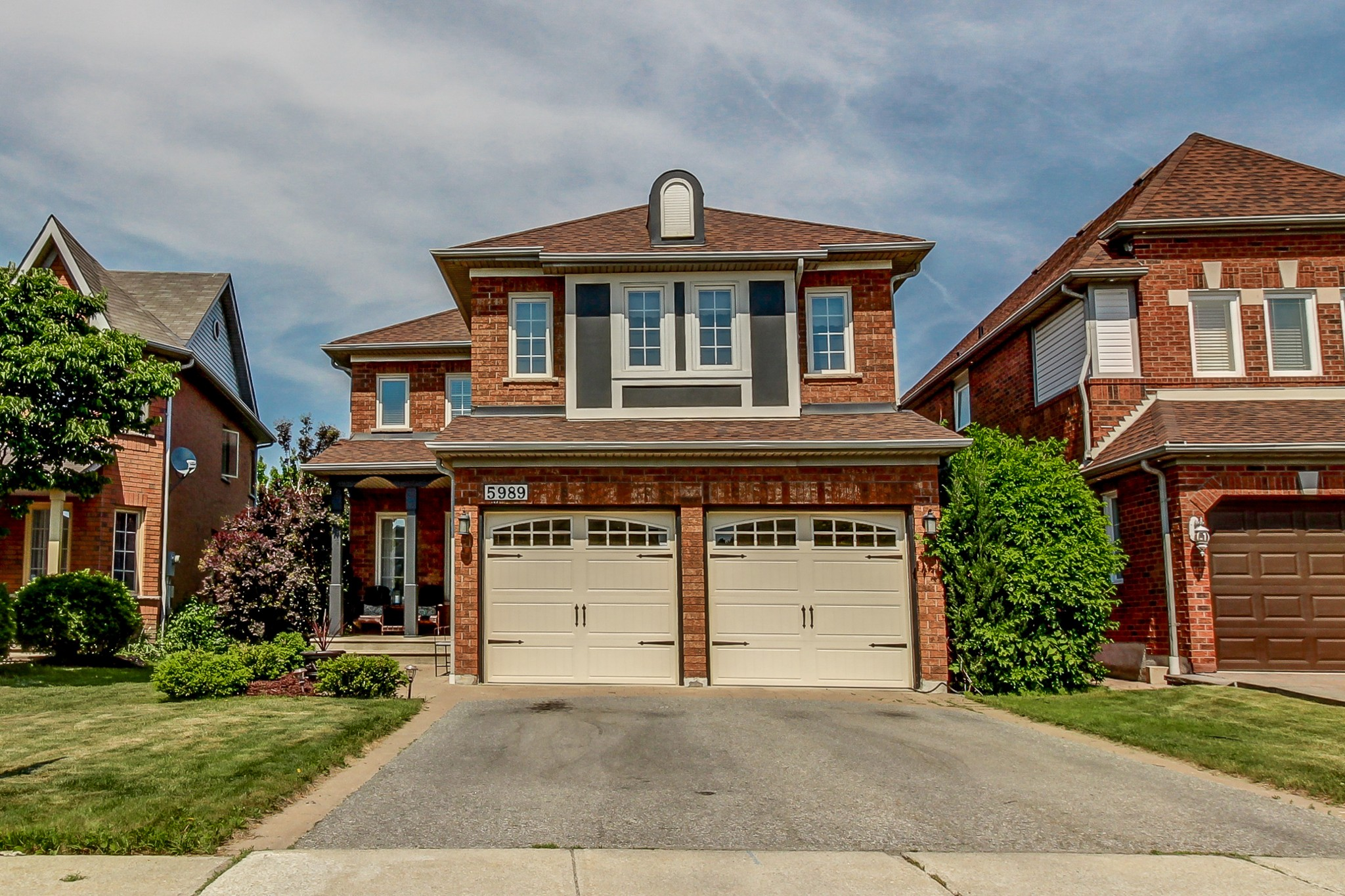 Main Photo: 5989 Greensboro Drive in Mississauga: Central Erin Mills House (2-Storey) for sale : MLS®# W4147283