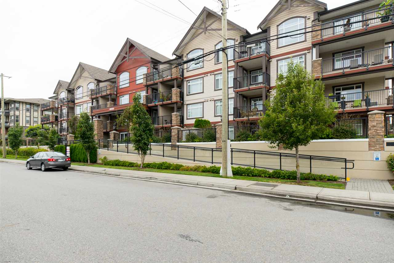 "Main Photo: 402 19939 55A Avenue in Langley: Langley City Condo for sale in ""Madison Crossing"" : MLS®# R2095357"