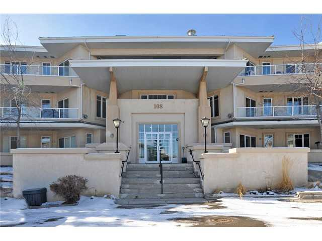 Photo 2: 205 108 EDGERIDGE Terrace NW in Calgary: Edgemont Condo for sale : MLS® # C3655268