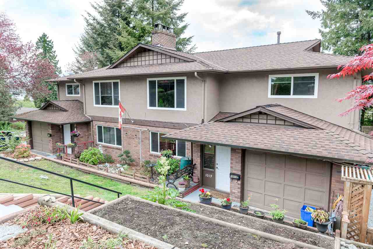 Main Photo: 1013A - 1013B SADDLE Street in Coquitlam: Ranch Park House Duplex for sale : MLS®# R2058932