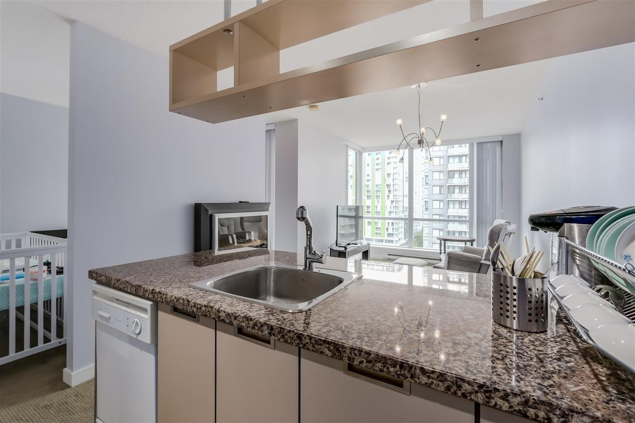 "Photo 9: 1203 1082 SEYMOUR Street in Vancouver: Downtown VW Condo for sale in ""FREESIA"" (Vancouver West)  : MLS® # R2079739"