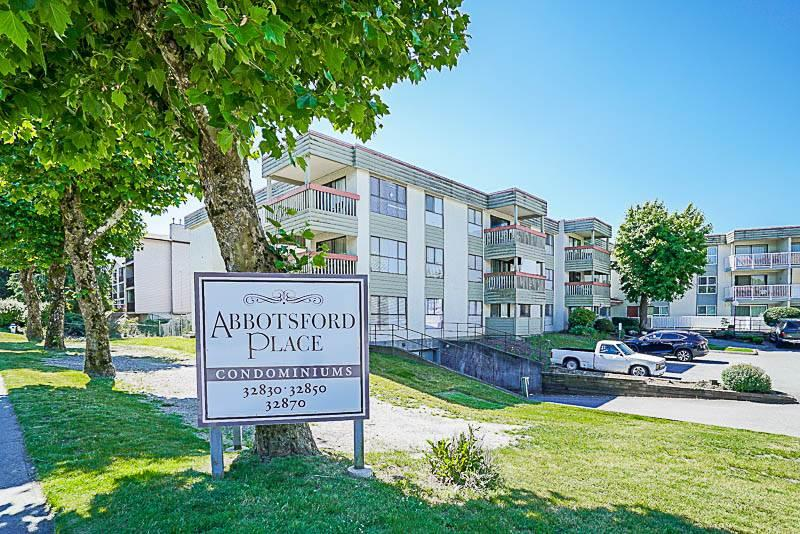 Main Photo: 319 32850 GEORGE FERGUSON Way in Abbotsford: Condo for sale : MLS® # R2188821