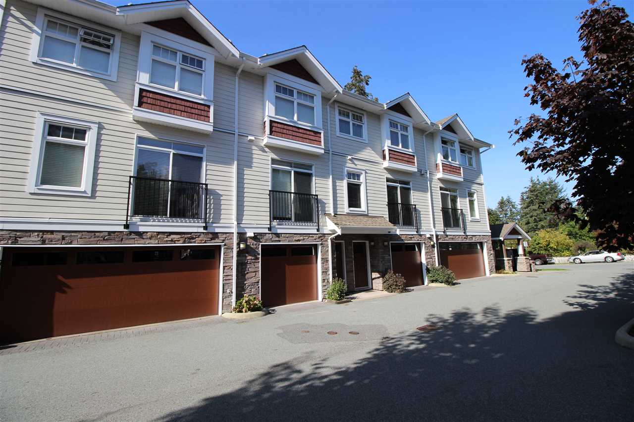 Main Photo: 53 2689 PARKWAY Drive in Surrey: King George Corridor Townhouse for sale (South Surrey White Rock)  : MLS®# R2304624