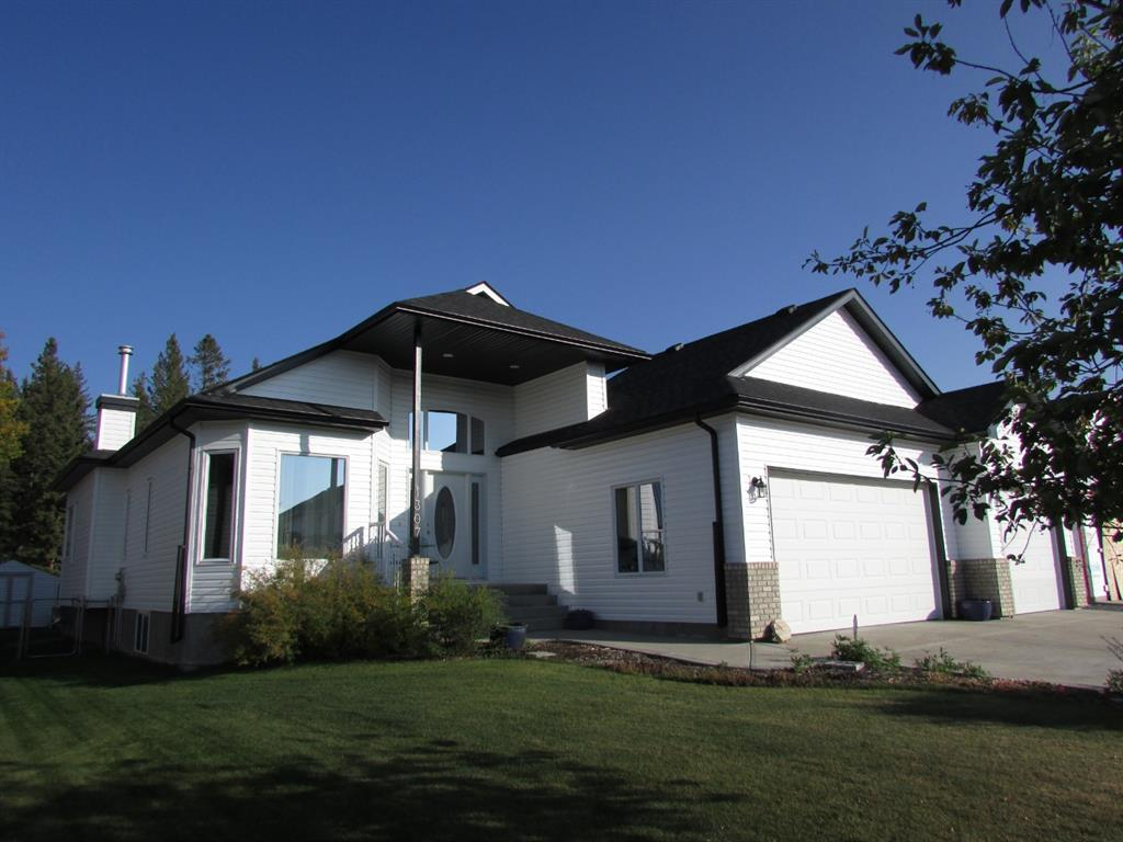 FEATURED LISTING: 1307 2 Street Northeast Sundre