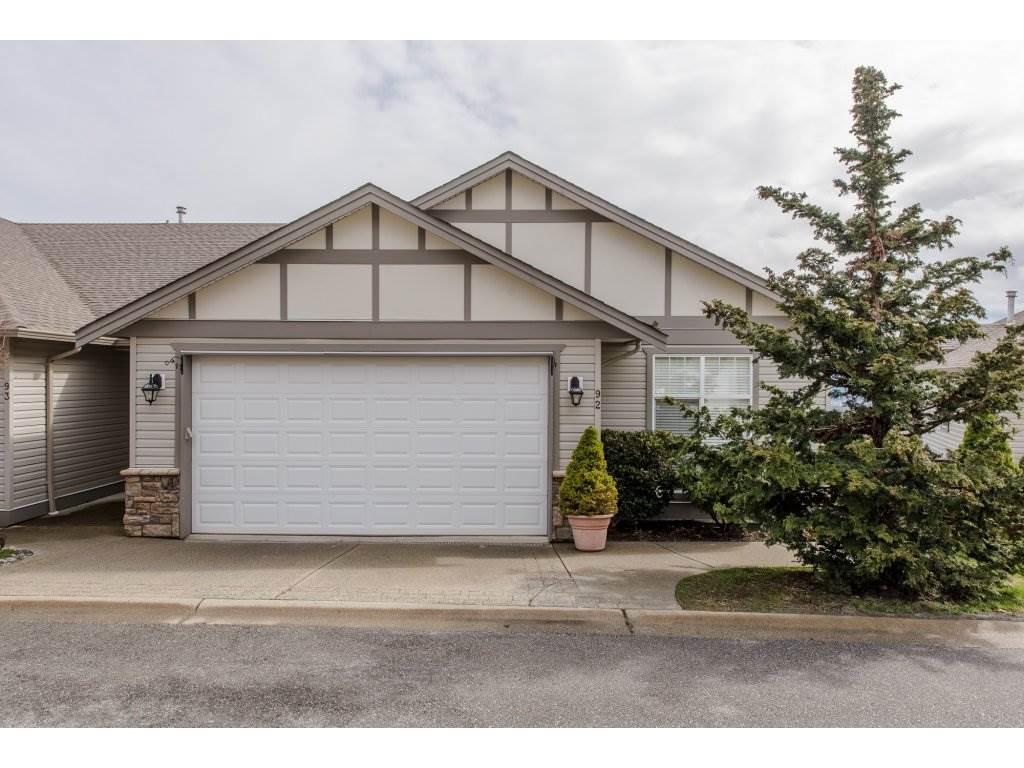 "Main Photo: 92 8590 SUNRISE Drive in Chilliwack: Chilliwack Mountain Townhouse for sale in ""Maple Hills"" : MLS®# R2149528"