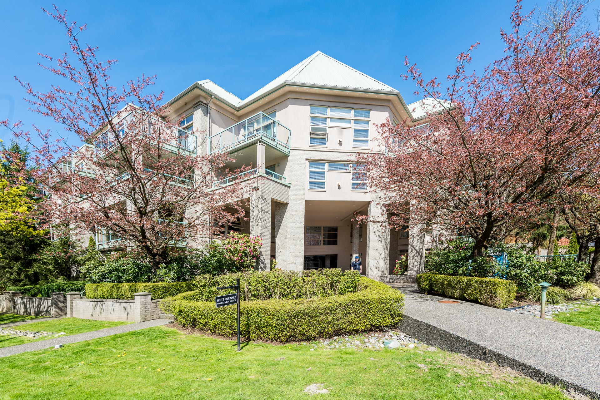 "Main Photo: 606 301 MAUDE Road in Port Moody: North Shore Pt Moody Condo for sale in ""Heritage Grand"" : MLS®# R2260187"