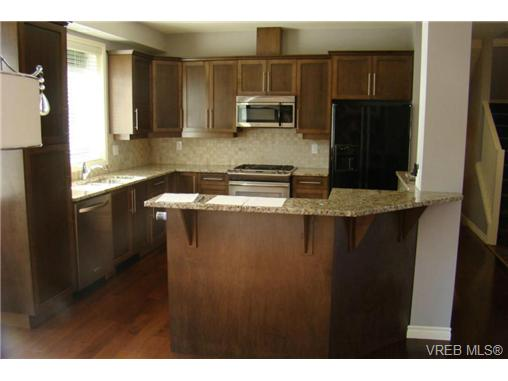 Main Photo: 2519 Martin Ridge in VICTORIA: La Florence Lake Residential for sale (Langford)  : MLS® # 324201