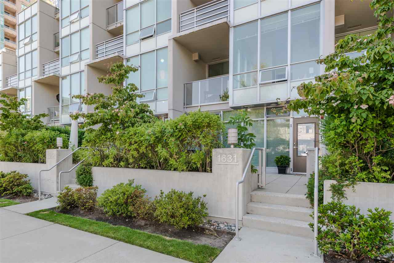 "Main Photo: 1631 EASTERN Avenue in North Vancouver: Central Lonsdale Townhouse for sale in ""Local on Lonsdale"" : MLS®# R2186606"
