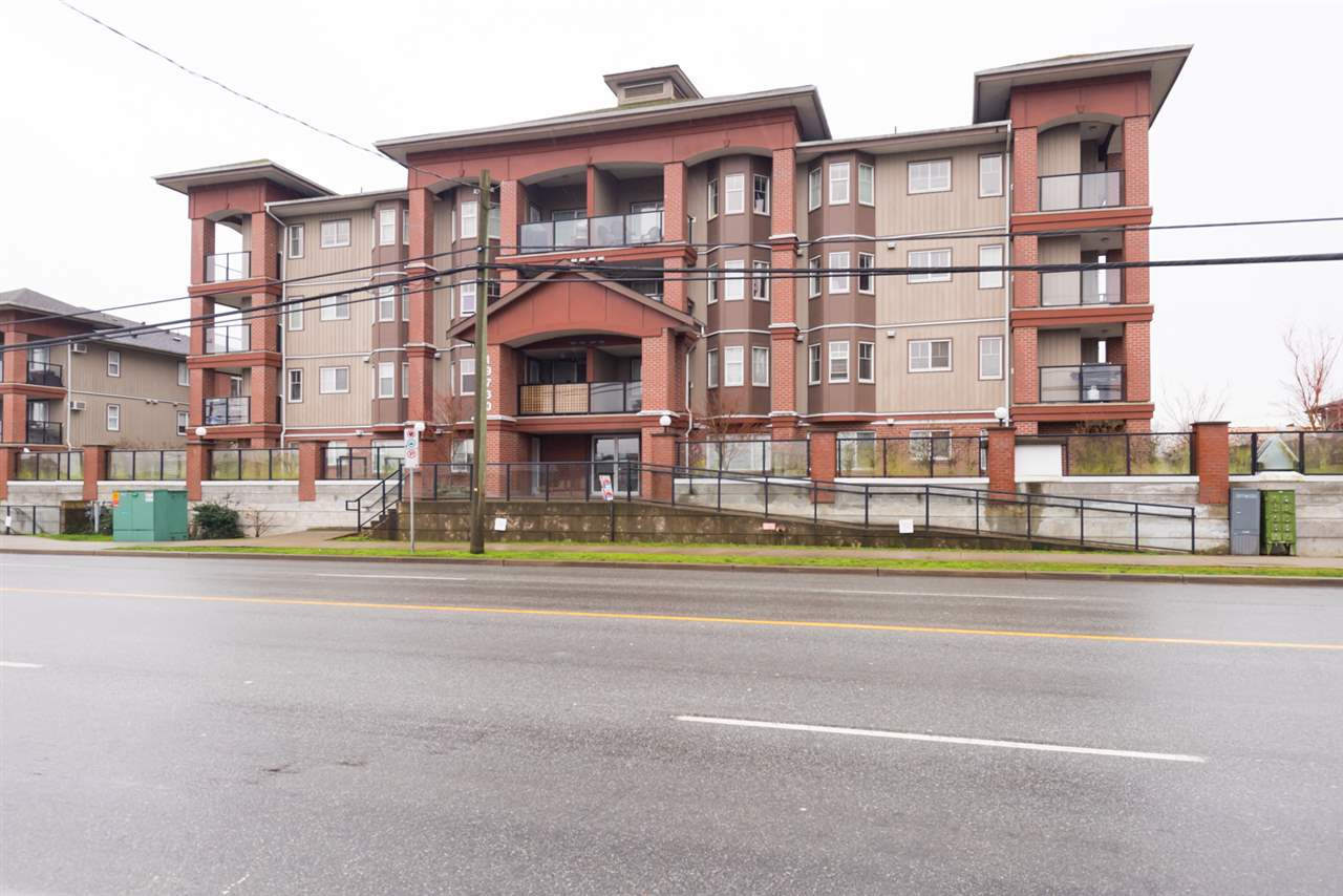 "Main Photo: 308 19730 56 Avenue in Langley: Langley City Condo for sale in ""Madison Place"" : MLS®# R2236655"