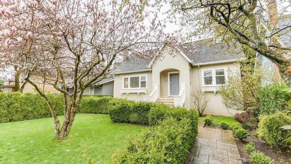 FEATURED LISTING: 3953 31ST Avenue West Vancouver