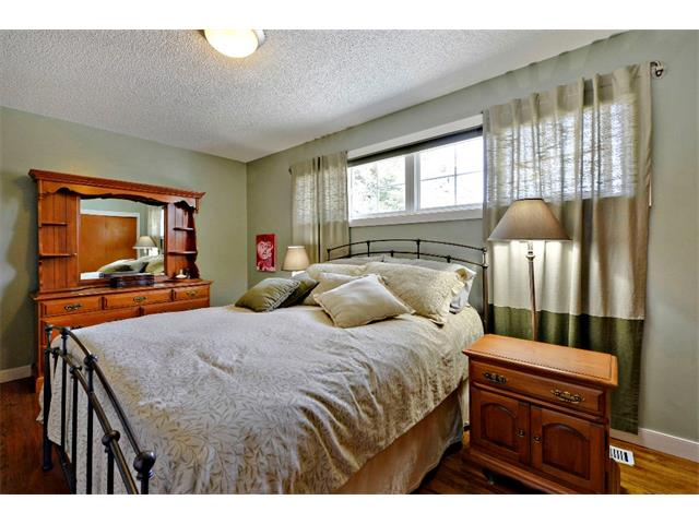Photo 15: 2931 LATHOM Crescent SW in Calgary: Lakeview House for sale : MLS® # C4006222