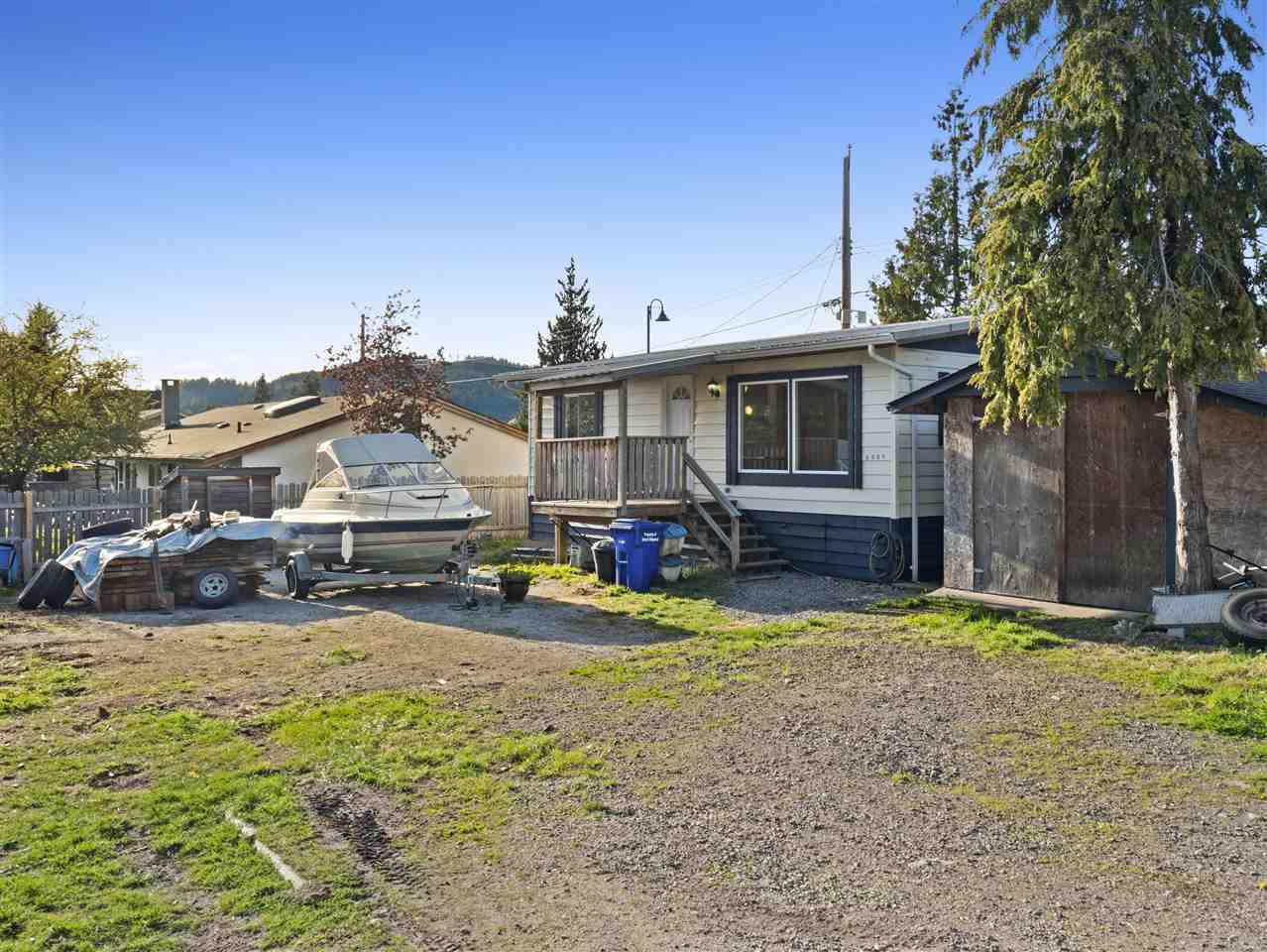Main Photo: 5589 WINTER Road in Sechelt: Sechelt District Manufactured Home for sale (Sunshine Coast)  : MLS®# R2262816